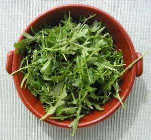 planta numita rucola cum se numeste in romana